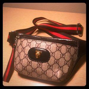 Handbags - New! Stylish fanny pack